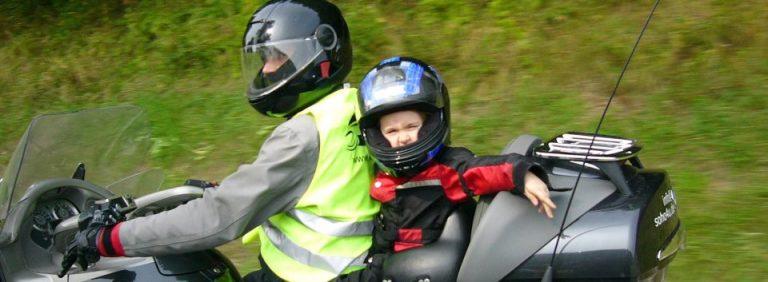 motorrad und kinder kai